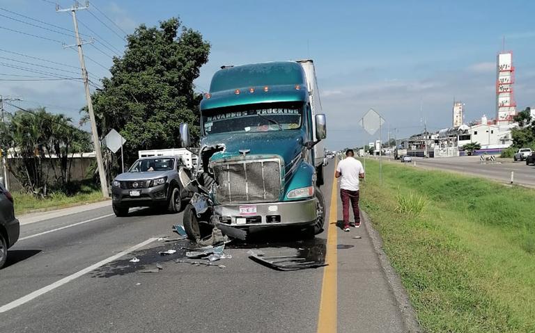Conductores de tráiler y ambulancia la libraron en Cárdenas