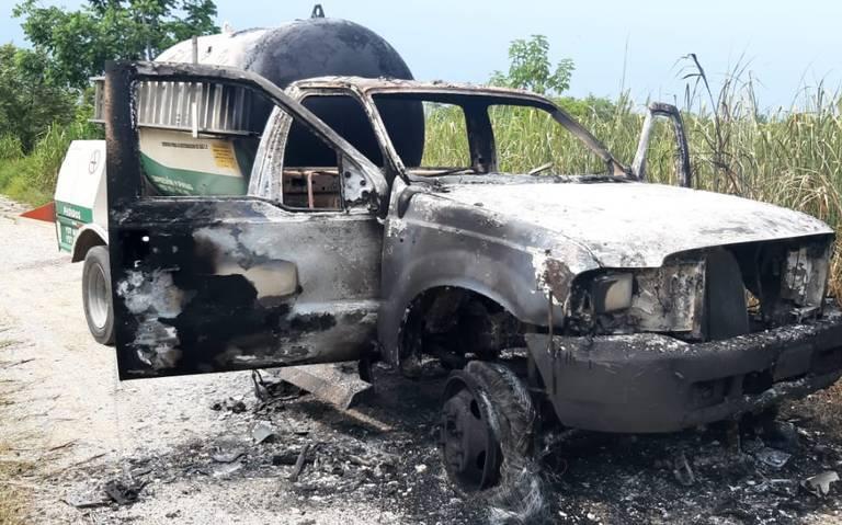 Un misterio, paradero de tripulantes de pipa incendiada en los límites entre Cárdenas y Huimanguillo