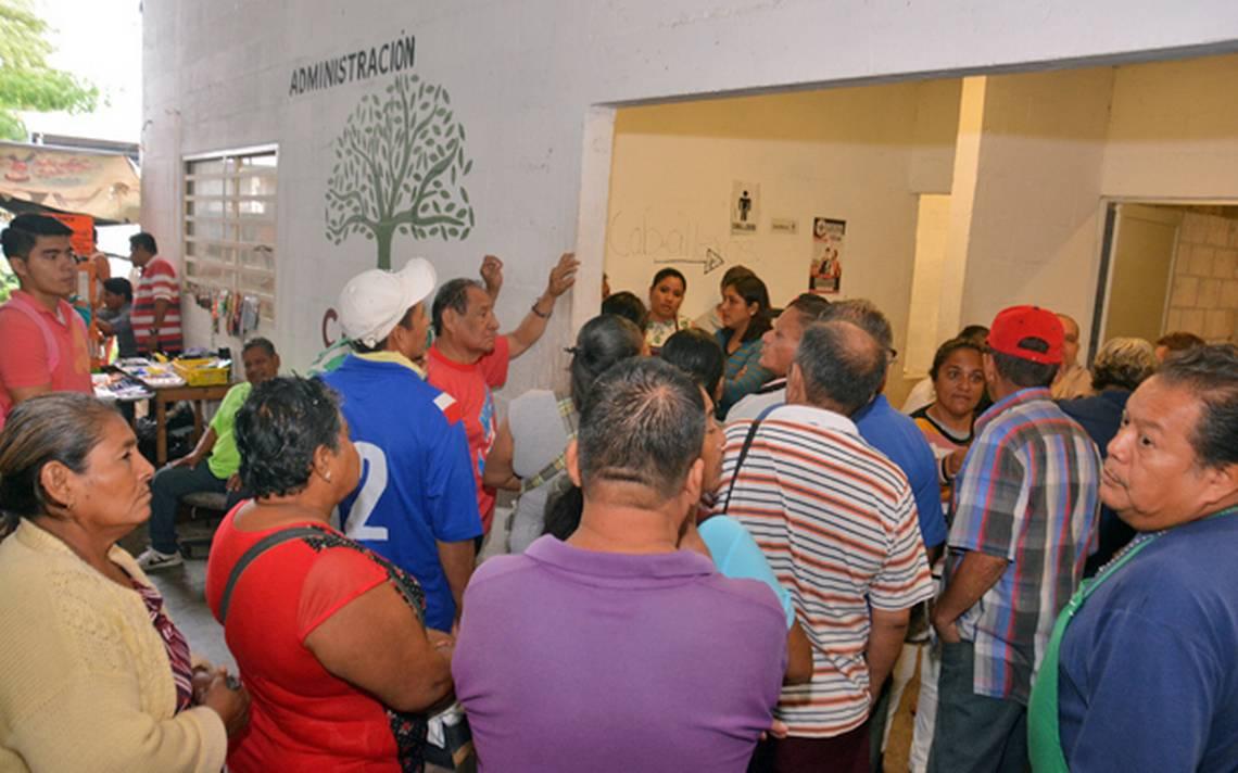 """Quieren vendedores semifijos espacios en el """"Pino Suárez"""" - El Heraldo de Tabasco"""