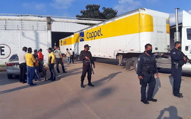 Sorprendidos mientras saqueaban bodega Coppel en Cárdenas